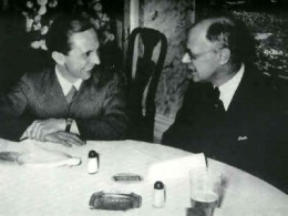 Journalist Louis Lochner (R.) with Goebbels