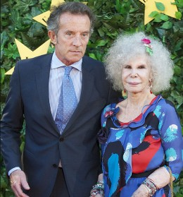 A blushing bride at 85, Spain's Duchess of Alba weds