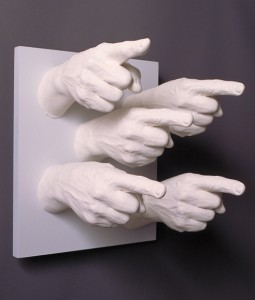 finger_pointing_sculpture-255x300 (1)