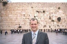 "Louis Aliot again, a photo circulating online that ""documents"" his visit to Israel. At least they tried to slightly change his tie. However his left arm is still cut off. This earliest posting of this photo I found was at http://www.jewpop.com/a-la-une/le-presque-voyage-de-louis-aliot-en-israel/"