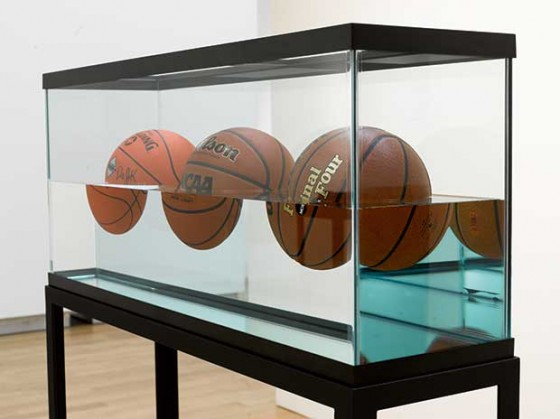 jeff-koons-basketballs
