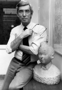 Herge_with_bust_of_Tintin